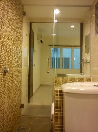 Marina Island Pangkor Resort & Hotel: Ensite Bathroom