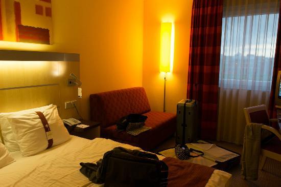 Holiday Inn Express Frankfurt-Messe: ベッドルーム