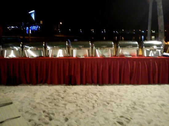 Marina Island Pangkor Resort & Hotel: Beach Dinning
