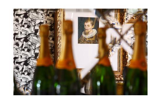 54 on Bath : Level Four Champagne Bar.
