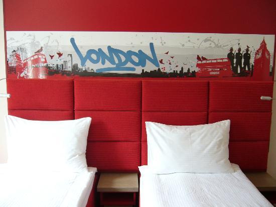 """Red Stars Hotel: Zimmer """"London"""" Ansicht 2"""