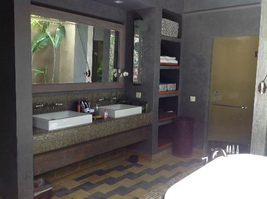 Space at Bali: bathroom vanities