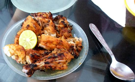 Surjit Food Plaza: The famous Tandoori chicken