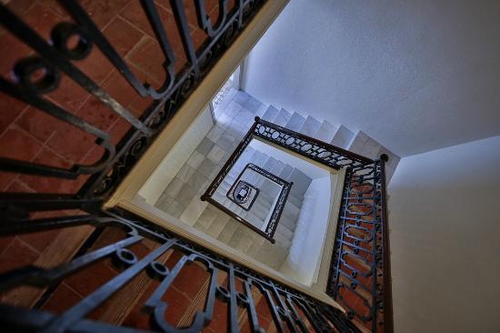 Hotel Diana: Лестница в отеле