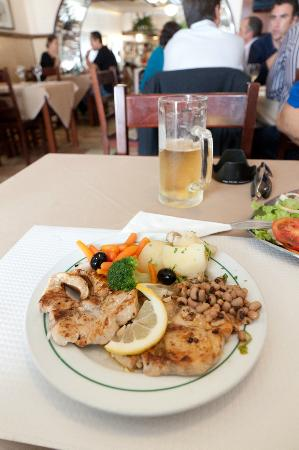 Restaurante Nacional: Sword Fish fillet with Beans and vegetables