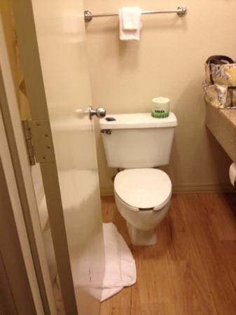 ‪‪Red Roof Inn Myrtle Beach Hotel - Market Commons‬: bathroom was reasonable
