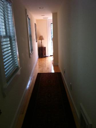Cambridge Vacation Rental Rooms: hallway out of room #2