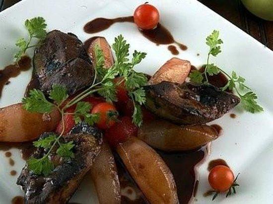 Hotel Laborderie: Escalopes de foie gras poêlées aux pommes acidulées