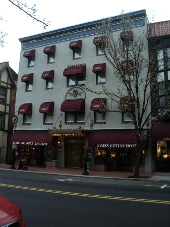 James Gettys Hotel: Bed and breakfast is right in the middle of everything! Perfect location!