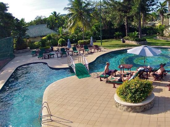 Fiji Gateway Hotel: pool side