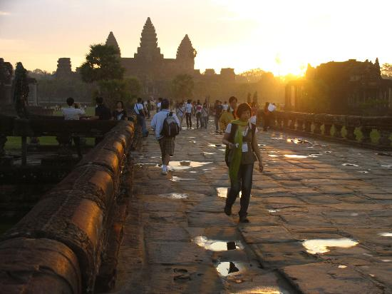 Angkor Temple Guide Private Day Tours : Angkor Wat at dawn is really beautiful