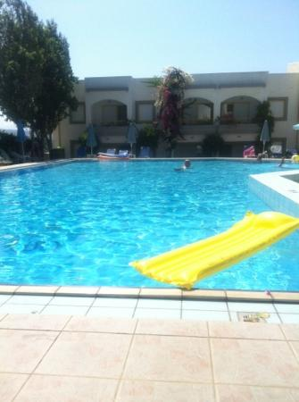 Apollon Hotel Apartments: pool from the bar