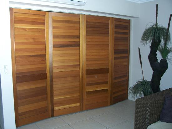 Sea Point on Trinity Beach: Room divider for main bedroom