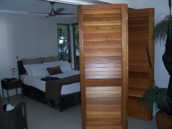 Sea Point on Trinity Beach: Main Bedroom