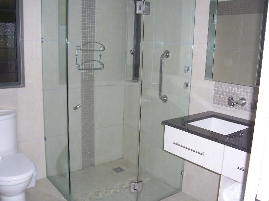 Sea Point on Trinity Beach: 2nd Bedroom Ensuite with a walk in shower