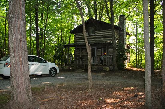 Pilot Knob Inn: Tobacco Cabin Suite