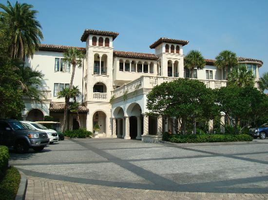 The Cloister at Sea Island: check in site