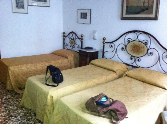 Hotel  Fontana: our triple room