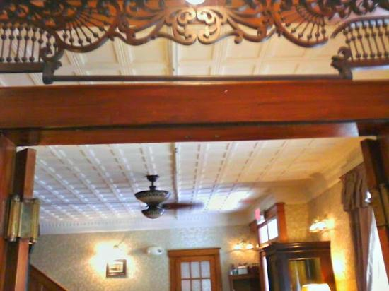 Mifflinburg Hotel: Woodwork in the old hotel