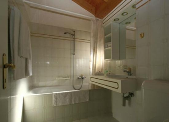 Helvetia Intergolf - Hotel & Apparthotel : Salle de bain