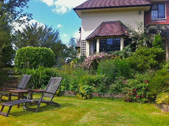 Highwoods Farm B and B: A relaxing spot in the garden of Highwoods Farm B&B