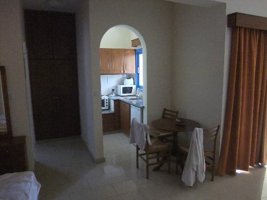 Kefalonitis Hotel Apts.: the little kitchen area