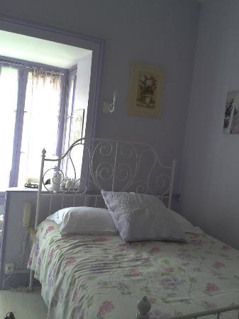Hotel restaurant le Speranza: Chambre 4 - 69 euros. Délicat parfum de lavande. Lit hyper confortable -