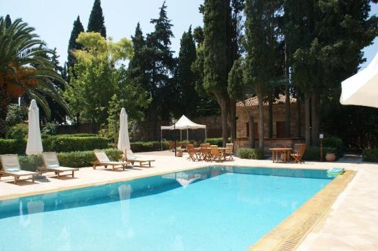 Argentikon Luxury Suites: Πισίνα