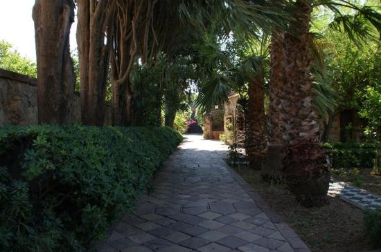 Argentikon Luxury Suites: Προς την έξοδο