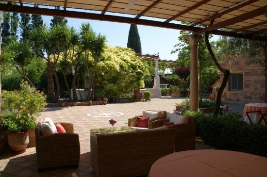 Argentikon Luxury Suites: Χώρος δείπνου