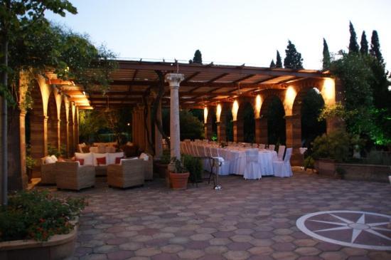 Argentikon Luxury Suites: Χώρος φαγητού
