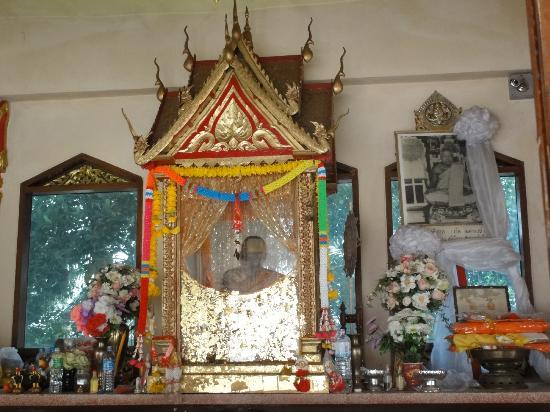 Wat Kiri Wongkaram: moine momifié