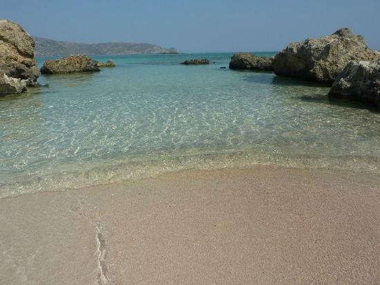 Elafonisi Resort by Kalomirakis Family: une belle eau cristalline à Elafonissi...préférez y aller en décalé par rapport aux cars d'excur