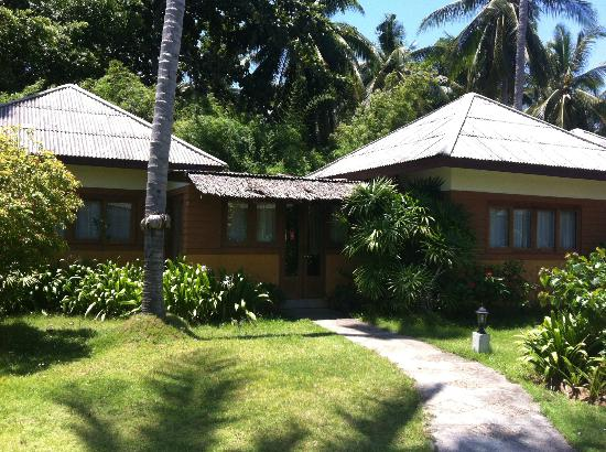 The Lipa Lovely Beach Resort: Our family suite bungalow 302