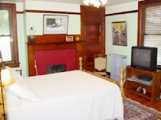 Olde Staunton Inn: Shenandoah Valley Room