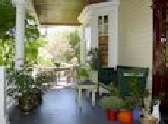 Olde Staunton Inn : Front Porch