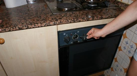 Iris Bahia Dorada: knob pulled out of the oven, no gas, electric burner in very bad condition