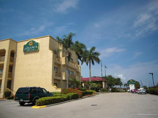 La Quinta Inn & Suites Ft. Myers - Sanibel Gateway: Hotellet
