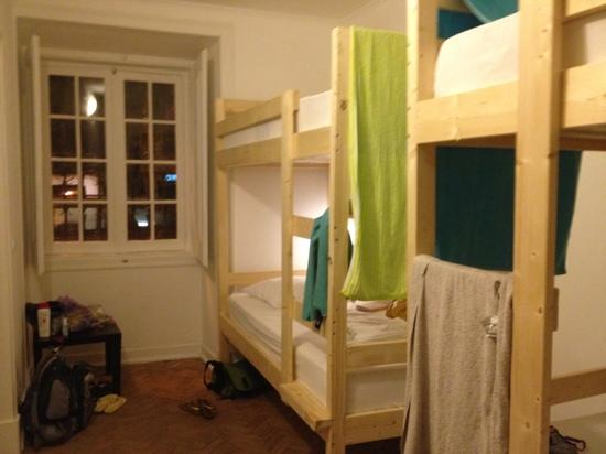Casa d'Alagoa - Faro Hostel: 4 person bunk on first floor of hostel