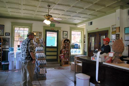 Mineral Wells, Teksas: Friendly staff - and they ARE open on Saturdays. ;)