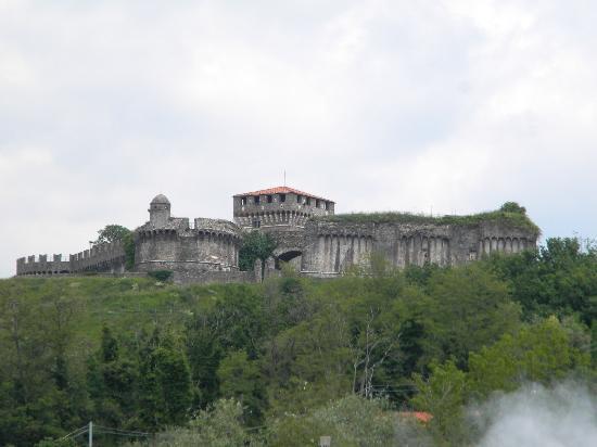 Fortezza di Sarzanello: costruzione del x secolo