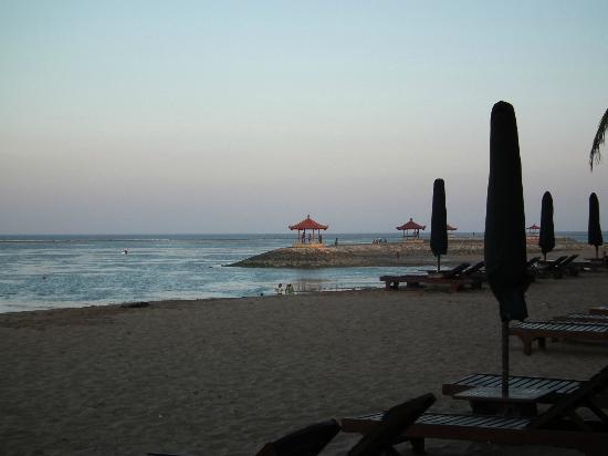 Besakih Beach Hotel: Island Pavilions