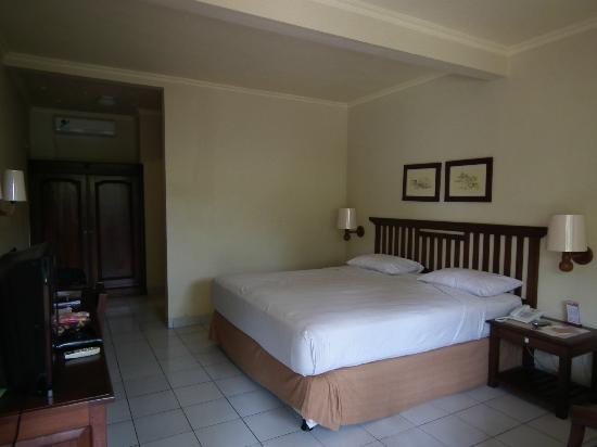 Besakih Beach Hotel: Our Room