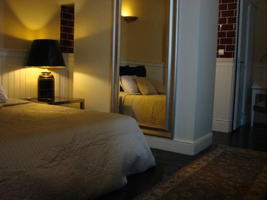 De Beek Anno 1410 Hotel: English room