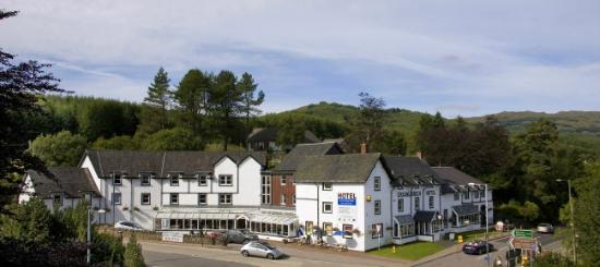 Best Western The Crianlarich Hotel: Crianlarich surrounded by stunning landscapes