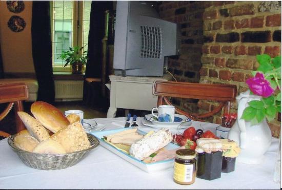 De Beek Anno 1410 Hotel: Breakfast