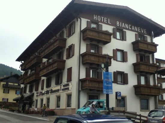 Piscina idromassaggio foto di grand hotel biancaneve - Hotel folgaria con piscina ...