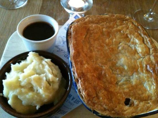 The Old Granary: Pie and mash!