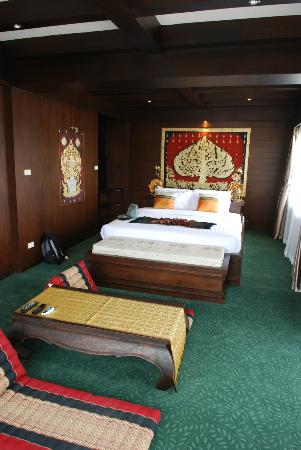 Singha Montra Lanna Boutique Style: big bed