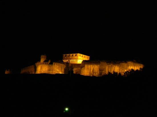 Sarzana, Italy: Di notte ha il suo fascino!!!